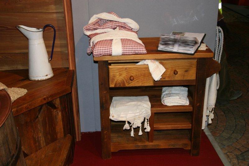 Arredamento in legno per bagni
